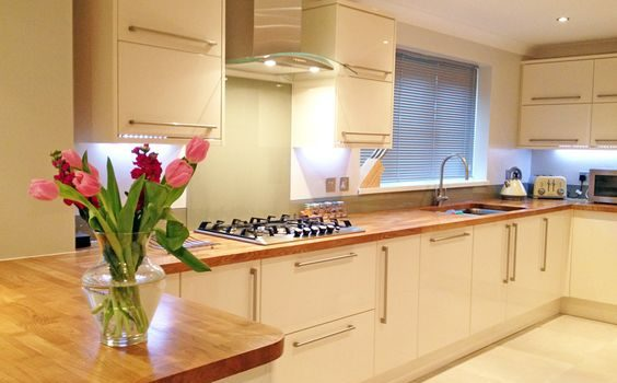 Solid Oak worktop - image courtesy of rebeccacoulby.co.uk