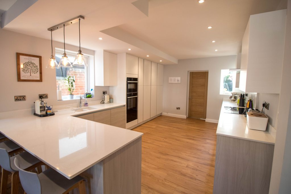 Scandinavian style kitchen - light woodgrain and matt white door